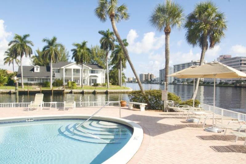 Yacht & Beach Club - Outdoor Pool.